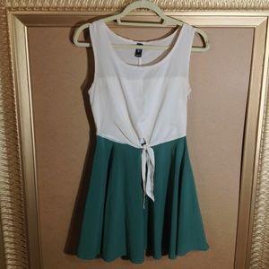 Windsor sheath dress ivory/green size Small